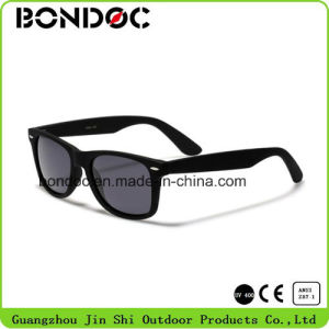 Women Hot Selling Frame Plastic Sunglasses pictures & photos