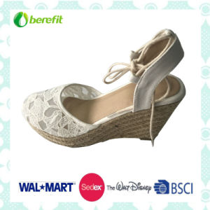 Canvas Upper with Hollow Flower Design, Women′s Sandals pictures & photos