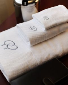 Wholesale Cheap Price 100% Cotton Terry White Hotel Towel pictures & photos