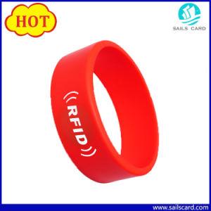 13.56MHz Bracelet Mfare S50 RFID Silicone Wristband with Logo pictures & photos