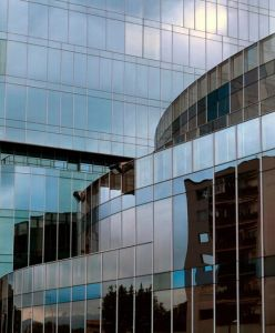 Low E/Laminated/Insulated/Tempered/Curtain Wall Building Glass pictures & photos