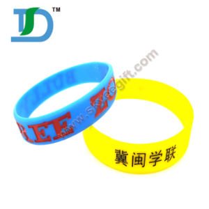 2017 Hot Wristband Silicon Wristband with Letters pictures & photos