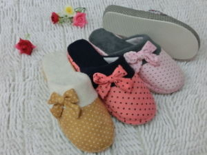 Fashion Ladies Cute Indoor Warm Nice Soft Slipper with Bowknot pictures & photos