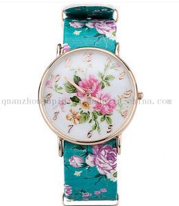 OEM Fashion Leisure Ladies Quartz Watch with Print Bracelet pictures & photos
