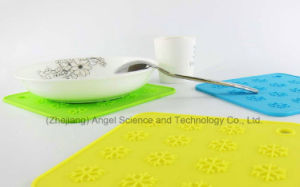 Anti-Skid Snowflake Silicone Table Mat for Holiday Sm40 pictures & photos