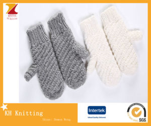 Fashionable Soft Mitten Gloves for Winter pictures & photos