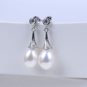925 Silver Earring Hook and Freshwater Pearl Drop Shape Bead pictures & photos