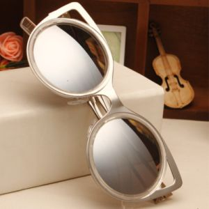 Luxury Sexy Metal Frame Sunglasses for Women, Fashion High Quality Cat Eye Sun Glasses Unique Gift Hot Sale Sun Glass pictures & photos