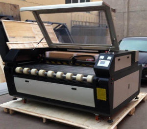 Garment/Cloth/Fabric Laser Cutting Machine with Auto Feeding System pictures & photos