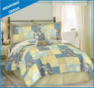 Yellow Blue Roses Printed Patchwork Quilt pictures & photos