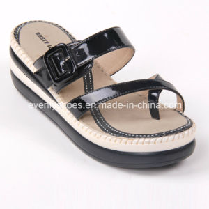 Toe Strap Design Lady′s Platform Sandals with Soft Insole pictures & photos