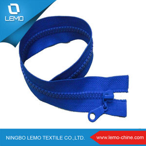 Factory Wholesale Resin Plastic Zipper for Cloth pictures & photos