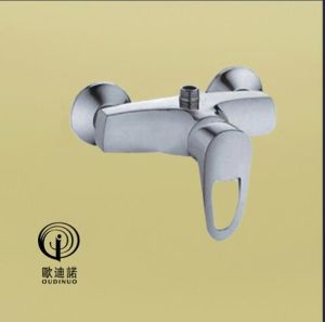 Oudinuo Single Handle Brass Wall-Mounted Kitchen Faucet 67717-1 pictures & photos