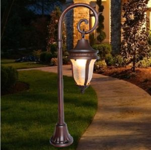 Outdoor Waterproof IP65 Solar Garden Light with Long Time Service Life pictures & photos