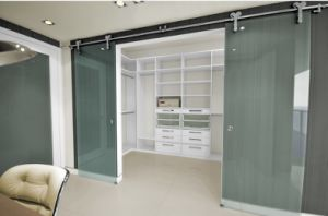 Top Quality Walk in Closet with Glass Sliding Door pictures & photos