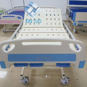 2 Cranks Manual Hospital Bed Double-Crank Bed pictures & photos