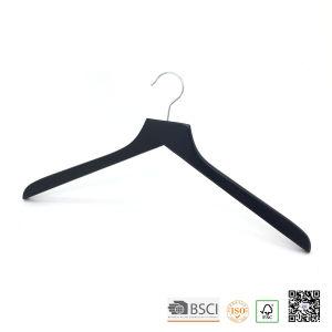 Black Lipu Made Top Wooden Display Shirt Hanger pictures & photos