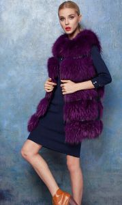 Winter Women′s Natural Genuine Real Whole Raccoon Dog Fur Coat Long Waistcoat Red Sleeveless Jackets Purple Vest Green Outerwear pictures & photos