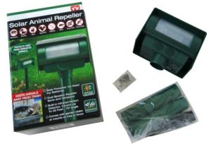Garden Ultrasonic Solar Animal Repeller pictures & photos