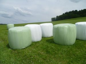 Silage Stretch Film with High Viscosity, Strong Anti-UV, Air-Proof Characteristics 250mm/500mm/750mm pictures & photos