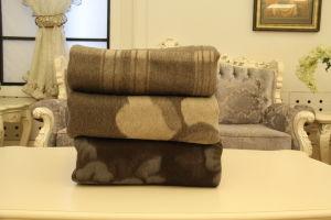 Yak Wool Jacqard Blanket/ Cashmere Fabric/ Camel Wool Textile pictures & photos