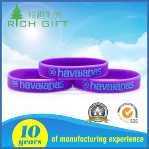 Manufacturing Hot Sale Customized Logo Rubber Wide Wristbands for Girls pictures & photos
