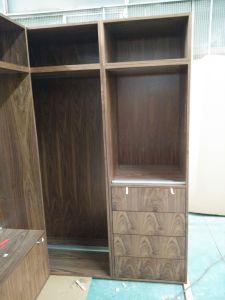 Walnut Wood Veneer Walk in Closets pictures & photos