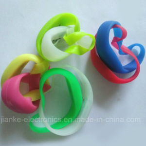 Glow in The Dark Cheering Bracelets with Logo Print (4010) pictures & photos