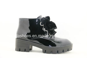 16fw Trendy Patent Leather Women Boots with Chic Bow pictures & photos