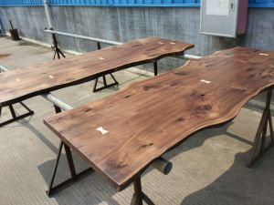 American Walnut Table Top with Live Edge for Kitchen Counter pictures & photos