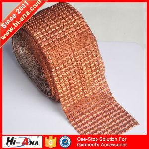 ISO 9001: 2000 Certufucation Cheaper Plastic Rhinestone Trimming pictures & photos