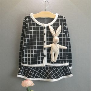 2015 Autumn Girls Suit with Doll Plaid Cardigan pictures & photos