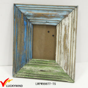 Wholesale Painted Distressed Wood Picture Frames pictures & photos