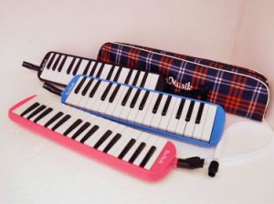 China Melodica Factory Colour 32 Key Melodica with Bag pictures & photos