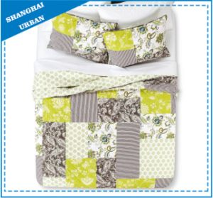 Floral Patchwork Design Printed Polyester Quilt Set pictures & photos