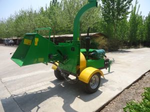 Diesel Engine Wood Chipper with CE Certificate pictures & photos