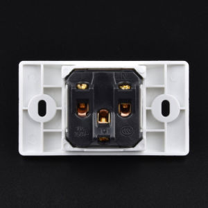 One Universal Hole Multifunctional Three-Hole Electrical Outlet pictures & photos