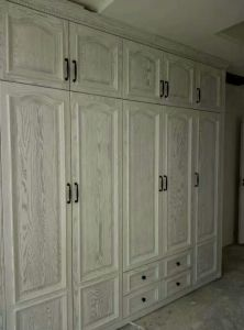 America Markets Antique 5 Doors Oak Wardrobe Bedroom Furniture pictures & photos
