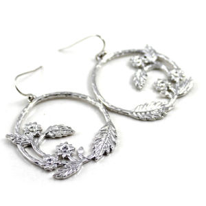 Zinc Alloy Flower Drop Earrings with Mini Faceded Crystal Earrings pictures & photos