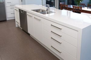 Quartz Countertop Small Lacquer Kitchen Cabinets pictures & photos