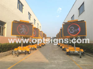 Outdoor Portable LED Display Screen Sign Board Traffic Solar Power Trailer pictures & photos