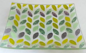 Rural Stylish Leaves Decorative Food Tempered Glass Plate pictures & photos