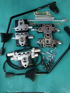 Control Valve Operating Lever with Accessories for Toyota 7f/8f Forklift 67804-26530-71 pictures & photos