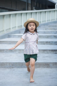 Phoebee Wholesale Fashion Kids Clothing Girls Clothes Cotton T-Shirts for Summer pictures & photos