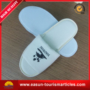 Custom Logo White Hotel Disposable Slippers pictures & photos