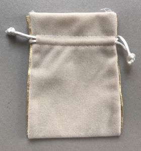 Wholesale Fashion and Luxury Velvet Gift Pouch pictures & photos