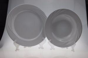Cream White Square Ceramic Plate with Wave Design pictures & photos
