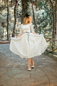 Inspired Elbow Length Sleeve Tea Length Lace Wedding Dress Z8046 pictures & photos