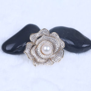 Fashion Gold Plated Pearl and Rhinestone Brooch for Dress pictures & photos