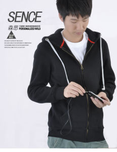 Wholesale Mens 2016 Blank Zip up Hoodies with Earphone pictures & photos